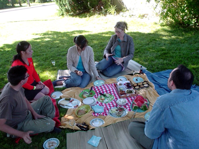 Slow down and enjoy a healthy picnic